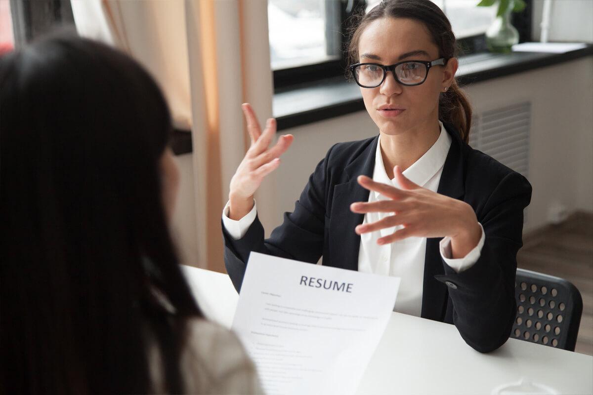 rozmowa kwalifikacyjna o pracę z rekrutującym, trudne pytania