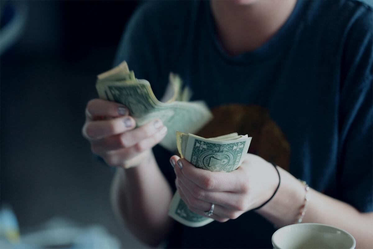 rozmowa kwalifikacyjna o pracę, pytanie o zarobki, pieniądze