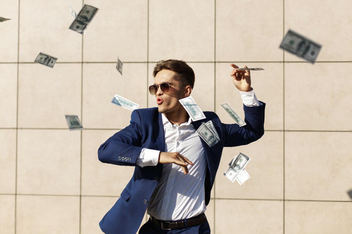 Samorząd Studencki fakty mity i czy warto w nim działać, efektywny rozwój, szkolenia i warsztaty, sława, bogactwo i uznanie, mężczyzna tańczy w deszczu z pieniędzy