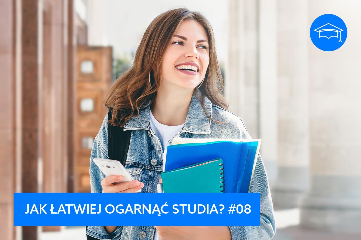 Jak mieć więcej czasu dla siebie na studiach, efektywny rozwój, szkolenia i warsztaty, Grzegorz Kobuszewski, uśmiechnięta kobieta, studentka